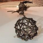 サクラの枝を使った、田窪恭治さんの作品。
