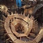 國安孝昌さんの作品。らせん状のダイナミックなアートです。