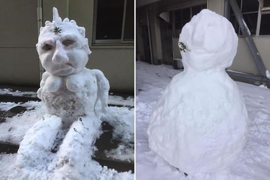 あちこちで様々な雪だるまが作られました